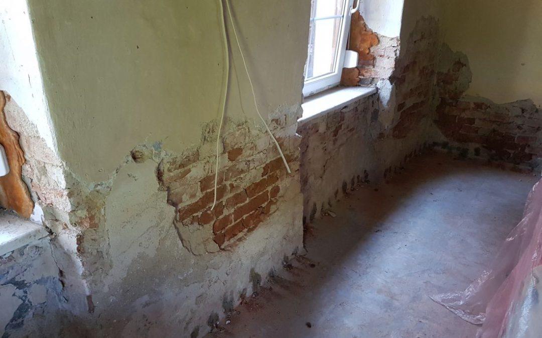 Osuszanie budynków z grubymi murami – iniekcja krystaliczna