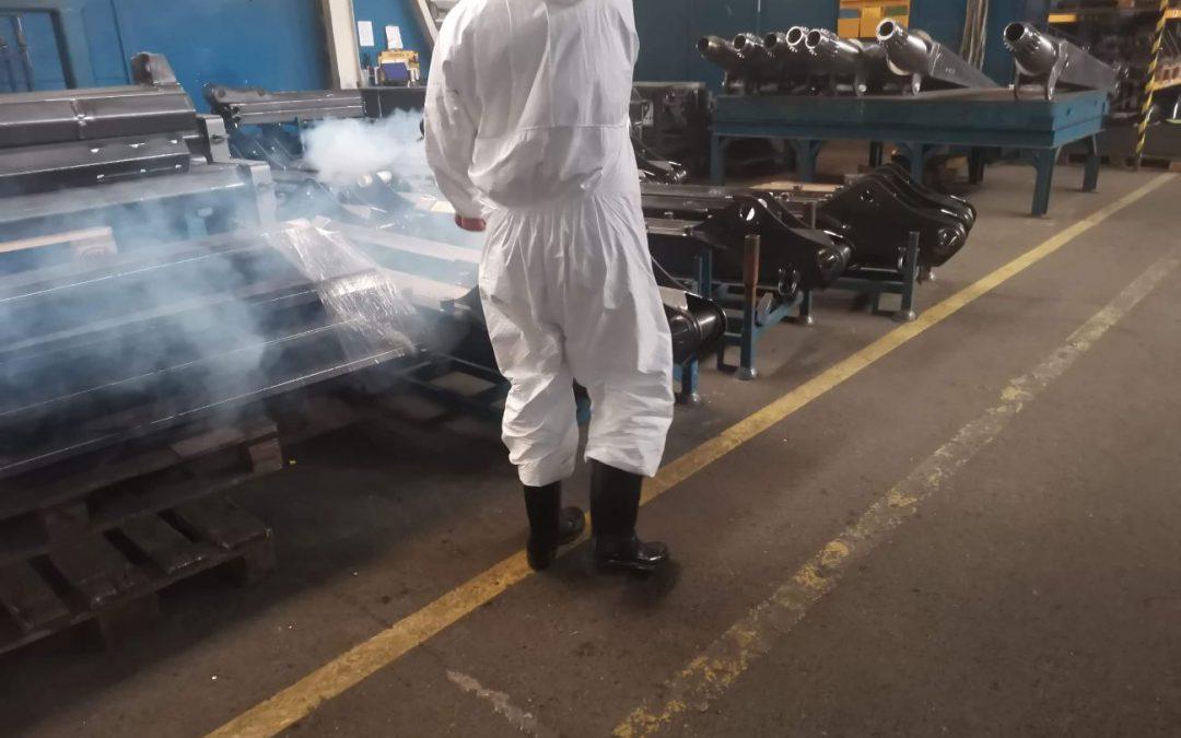 Odkażanie hali produkcyjnej po wystąpieniu zakażenia COVID19.